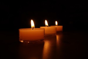 3-candles-488584_1280